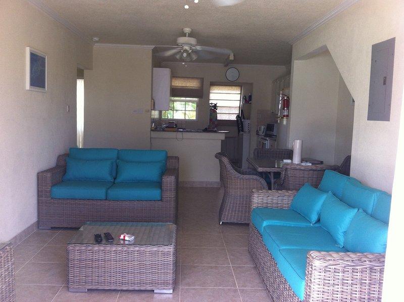 sala de estar abierta brillante aireado