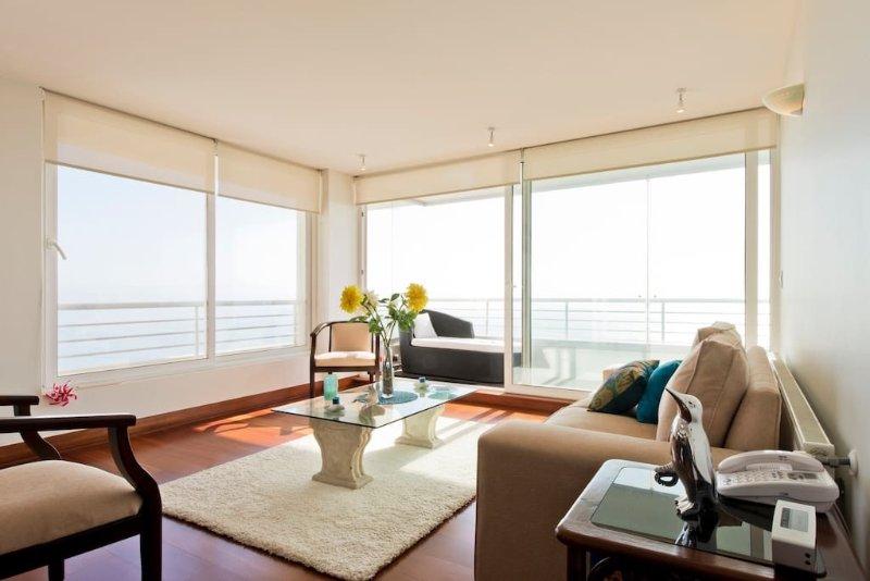 Oceanview modern apartment in trendy Reñaca, holiday rental in Vina del Mar