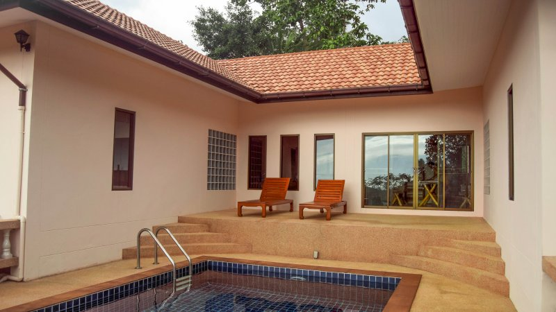 Big House with Seaview and Private Pool, holiday rental in Taling Ngam