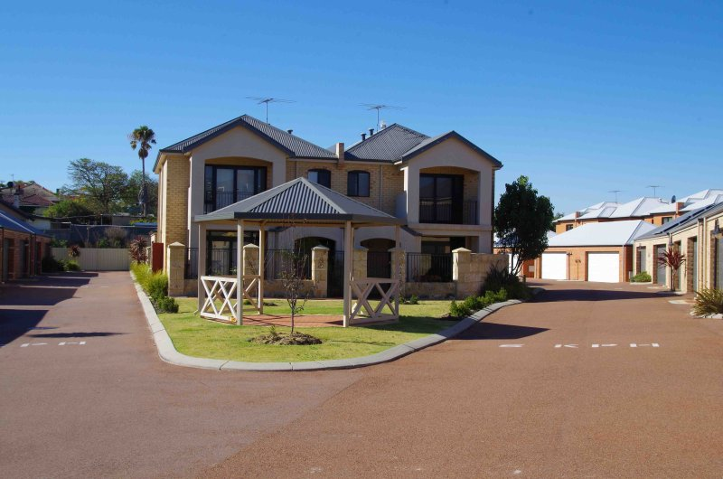 Fremantle Executive Townhouse, close to Beach, holiday rental in Spearwood