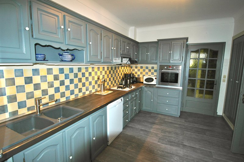 Beautiful Modern Kitchen Fully equipped