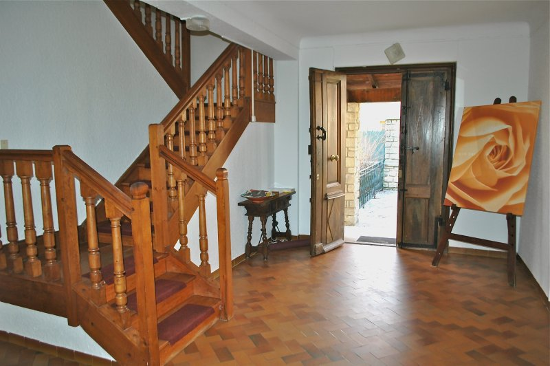 The large entrance hall with its magnificent castle door in solid oak