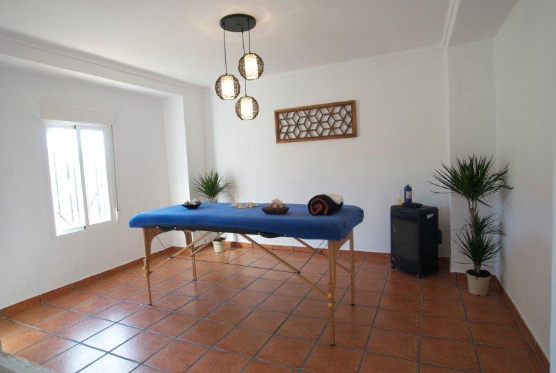 Ricardo é certificada massagista em vários estilos .. para relaxar, o alívio da dor e terapia ..