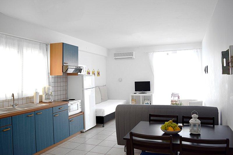 Wohnzimmer- Holiday Beach Wohnung in Kiveri Dorf in der Nähe von Nafplion