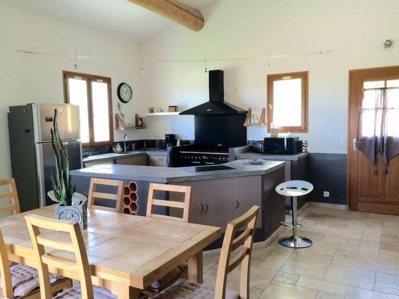Le petit nid ( LUBERON), holiday rental in Castellet