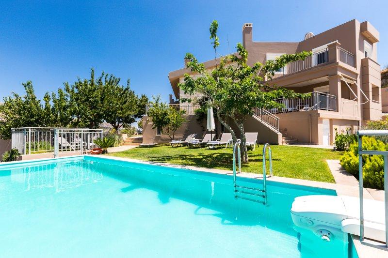 Garden area & 35 square meters infinity pool