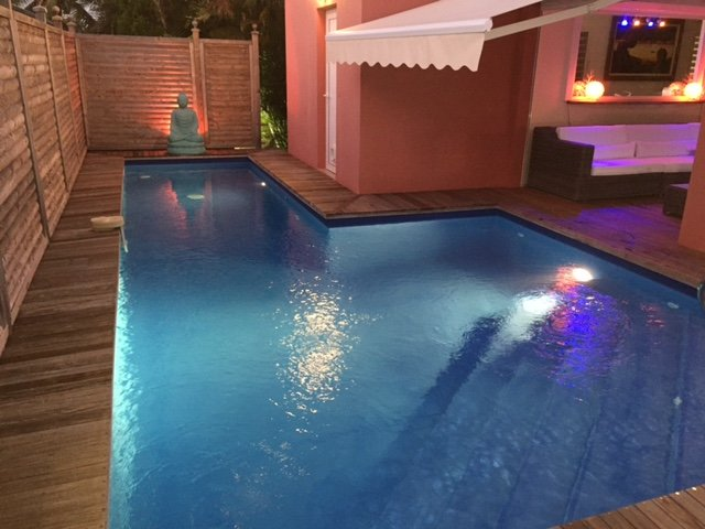 modern villa with 3 air-conditioned rooms intimate and Salt pool with swim against the current