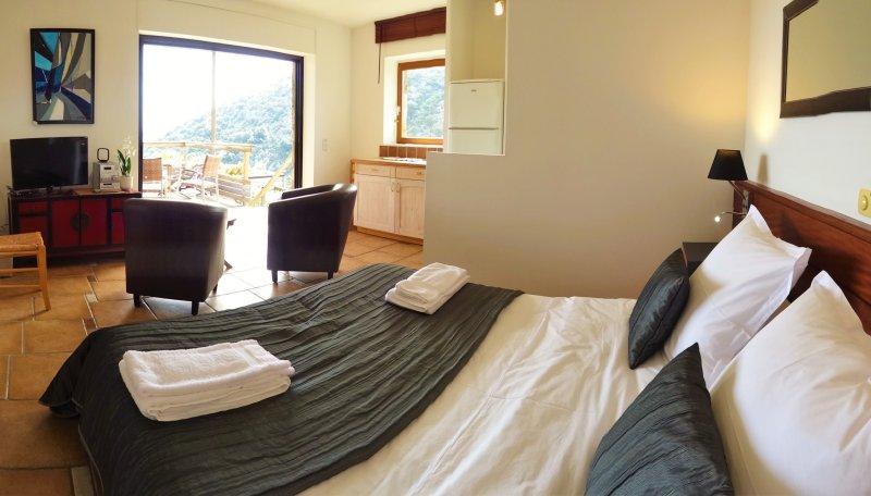 El apartamento y terraza.