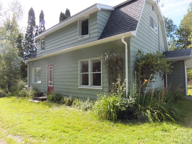 Rustic Country House close to the lake, holiday rental in North Hatley