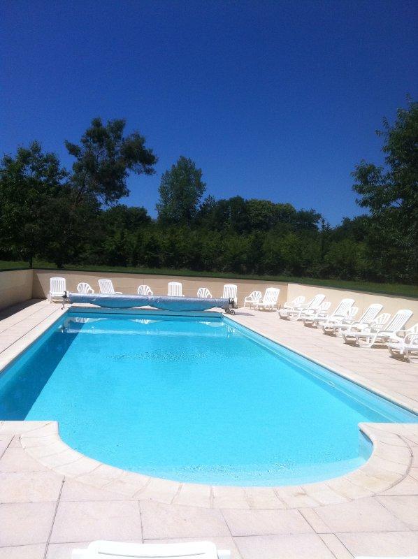 piscina aquecida e segura 13 X 5. ABERTO de junho a setembro