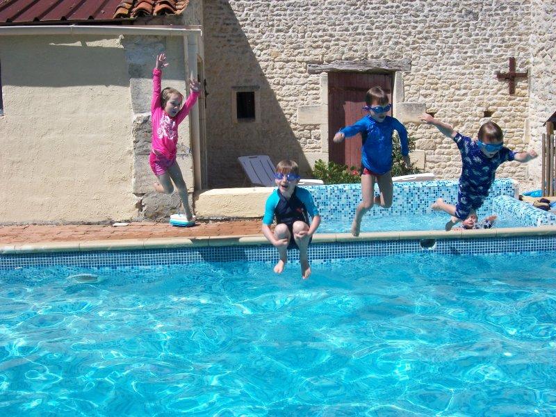 Les Vallaies family holiday cottages, location de vacances à Les Touches de Perigny
