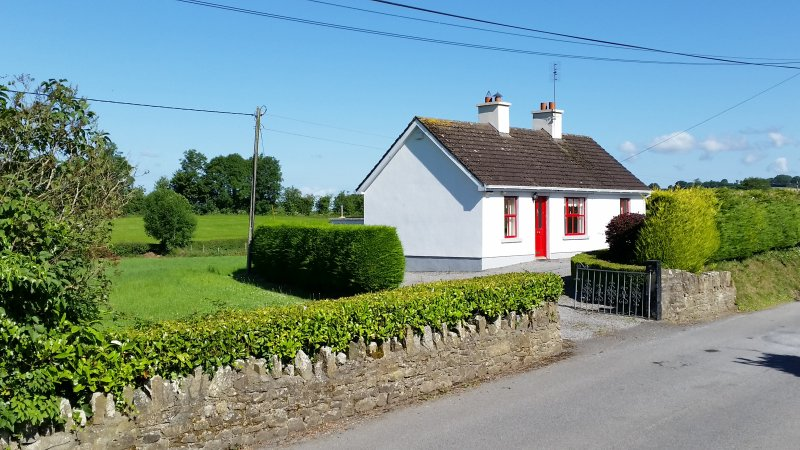 Cosy Rural Retreat in Kinnitty midway between Galway & Dublin., vacation rental in Mountrath