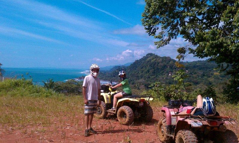 excursiones en quad en las montañas vecinas a las cascadas ocultas y vistas panorámicas