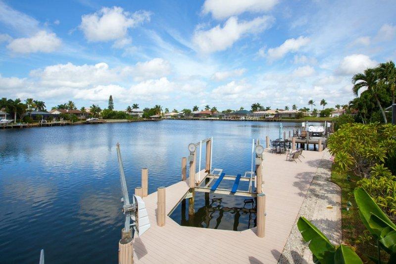 Dock/Lift/Water View