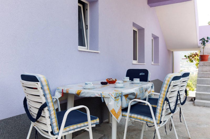 Cheap apartment in tourist village, holiday rental in Donja Kupcina