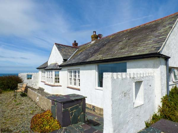 PENFOR, all ground floor, pet-friendly, open fire, gardens, Church Bay, Ref, vacation rental in Llanfaethlu