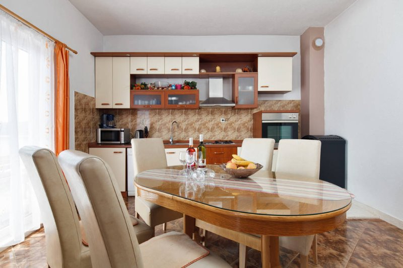 Family friendly apartment well located, alquiler vacacional en Gustirna