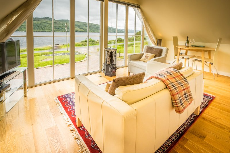 Rockpool House | Modern Apartment | On Loch Sunart shore | Spectacular views, vacation rental in Acharacle