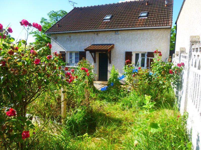 Maison tranquille proche stade de france et paris, location de vacances à Seine-Saint-Denis
