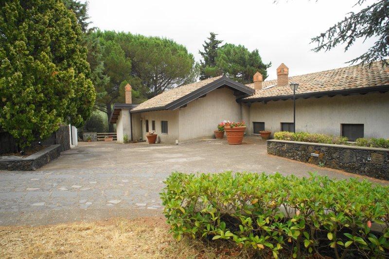 Etna Paradise casa vacanze - max 7 notti, holiday rental in Ragalna