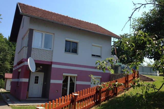 L'appartement est toute la partie supérieure de la propriété, y compris terrasse et jardin.