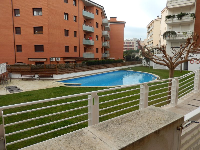 RENTED LARGE RESIDENTIAL T2 COMFORTABLE TERRACE POOL BEACH FOR 4 PEOPLE