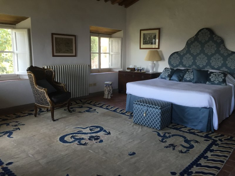 habitación doble con baño privado y ducha