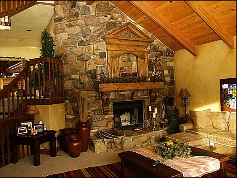 Sala de estar - bela lareira personalizada