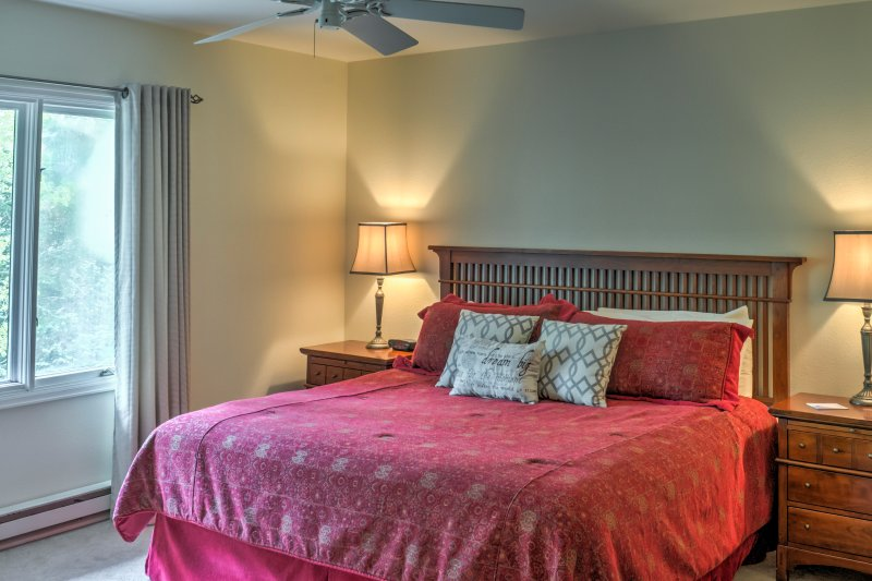Master suite King bed, plenty of storage and nice views from the large windows, full en suite.