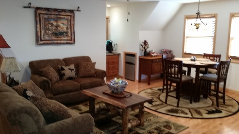 Hubbard House Mountain Retreat Bb Has Housekeeping Included And