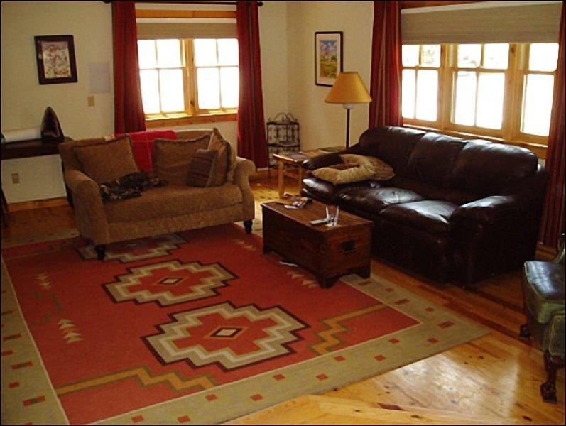 Living Room is Open en Sunny