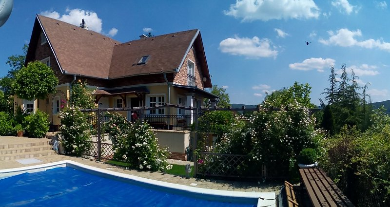 Family Cottage with saltwater pool, vacation rental in Chlaba