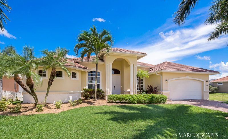 TURQUESA - Walk to the Beach from this Four Bedroom Waterfront Island Villa!, vacation rental in Marco Island