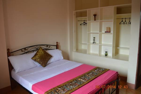 Double BR (602) with Balcony, holiday rental in Pinamungajan