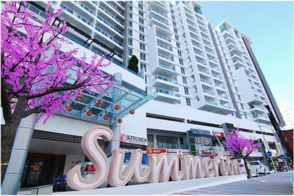 condominio de lujo con restaurantes, bares, 24 horas tienda de conveniencia y una ubicación increíble