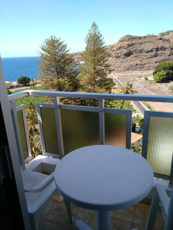 Balcón con vistas al mar.