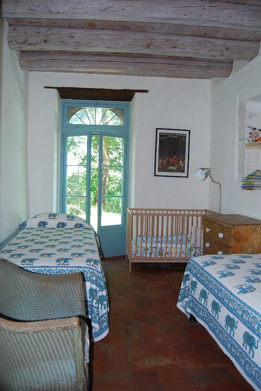 Children's bedroom: 2 beds plus a cot - and lots of books
