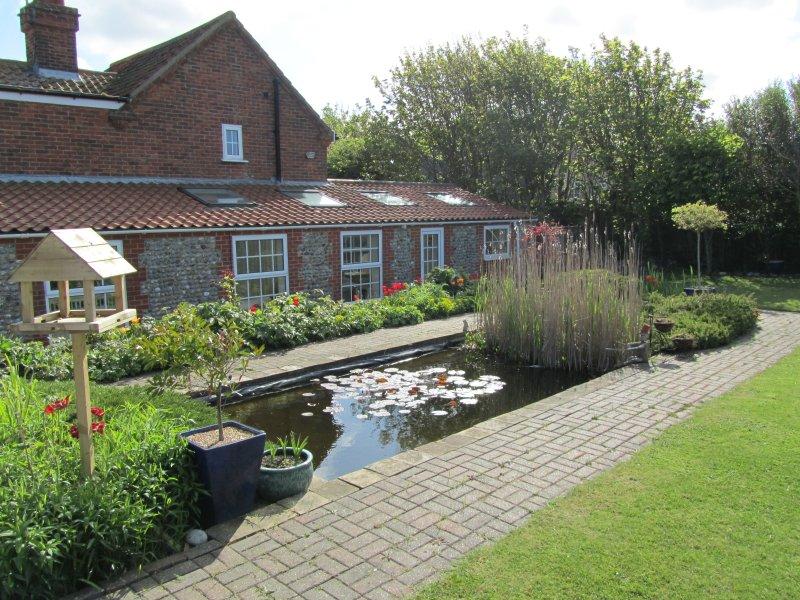 Achtertuin van May Cottage tonen Sandringham Suite