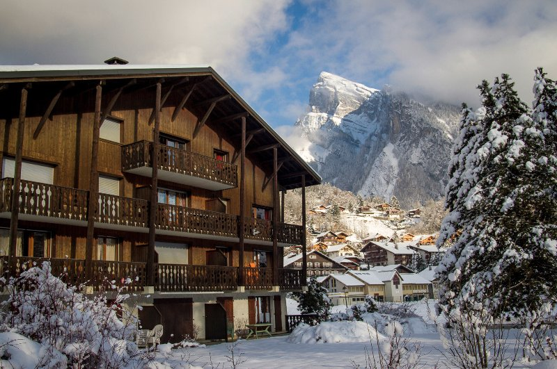 Spacious top floor apartment to rent in Samoens, holiday rental in Grand Massif
