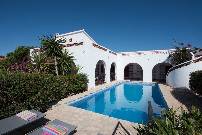 Finca El Hogar, a stunning and typically Spanish house with private pool for 8, vacation rental in Polop