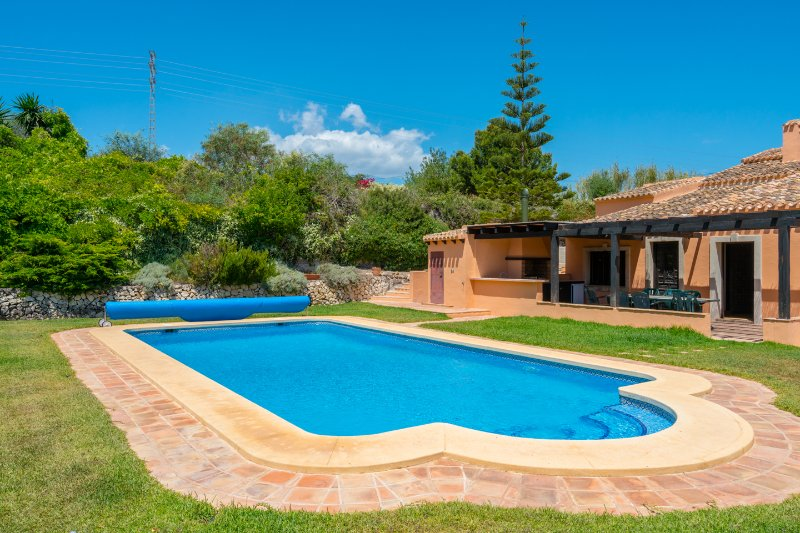 LAS CHIMENEAS - NOW WITH A/C & HEATED POOL OPTION, vacation rental in Javea