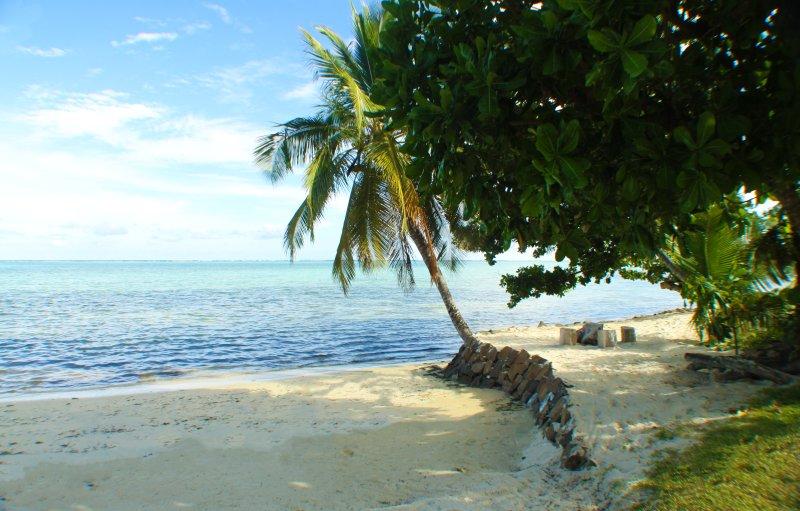 Cocobeach maison les pieds dans l'eau, holiday rental in Nosy Boraha