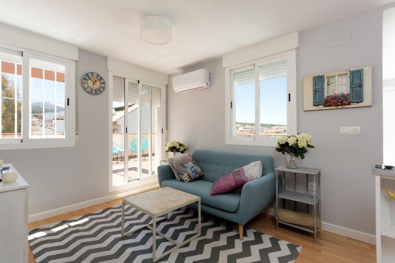 Apartamento con terraza y vistas. WIFI, aluguéis de temporada em Otura