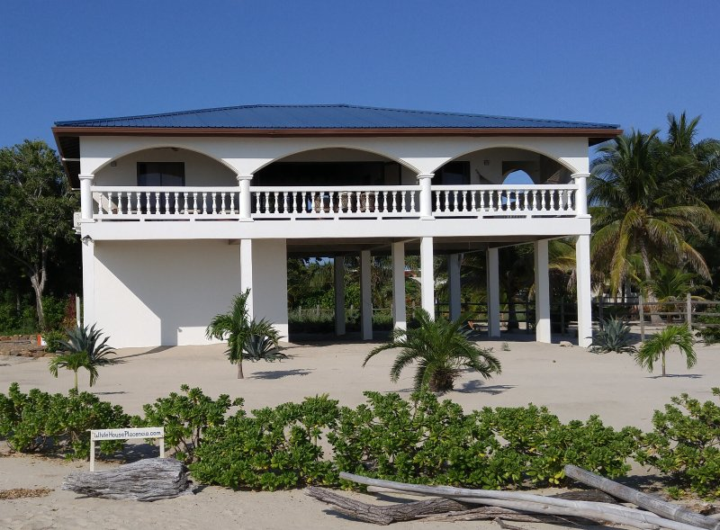 Welcome to The White House in Placencia