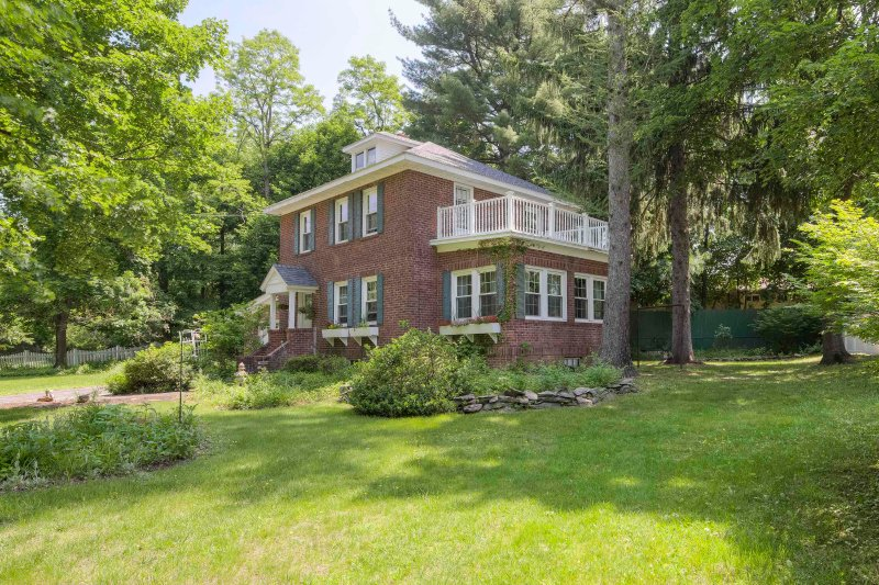 Charming Brick House -Hudson Valley, holiday rental in Bangall
