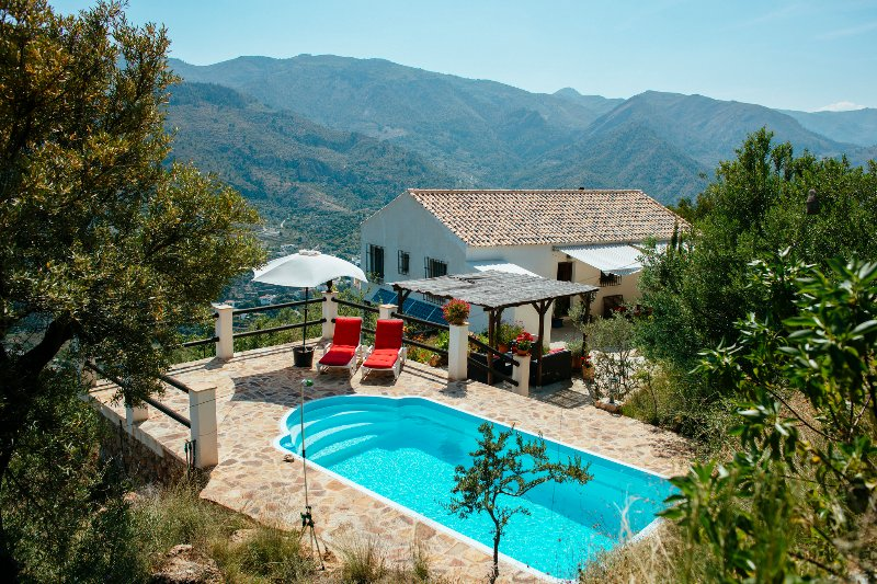 Landhaus mit priv. Pool, 20 Min. v. Meer, WiFi, A/C, UK-TV, Meer- u. Bergblick, holiday rental in Velez de Benaudalla