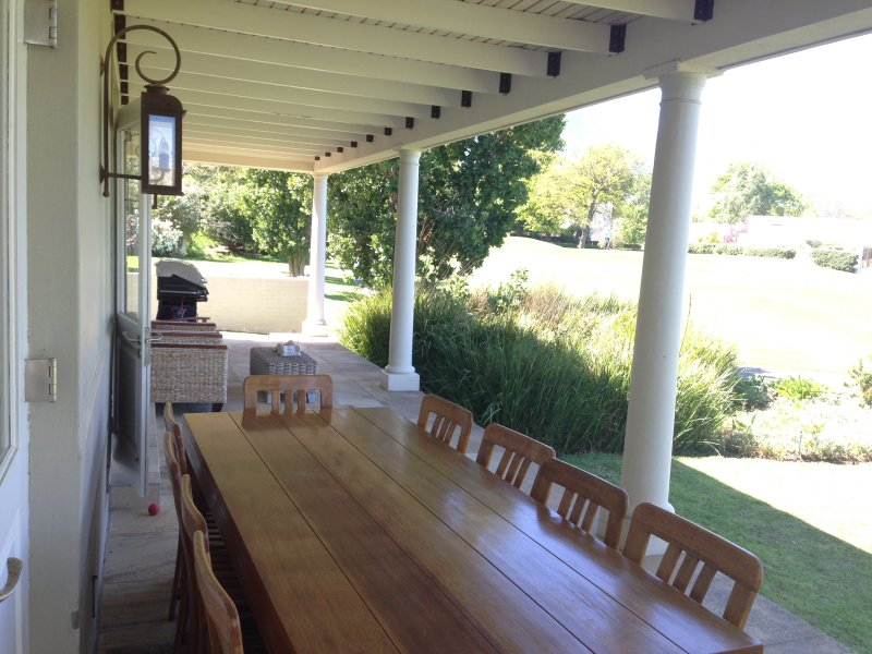 Stunning home on Erinvale Golf Estate, alquiler de vacaciones en Somerset West