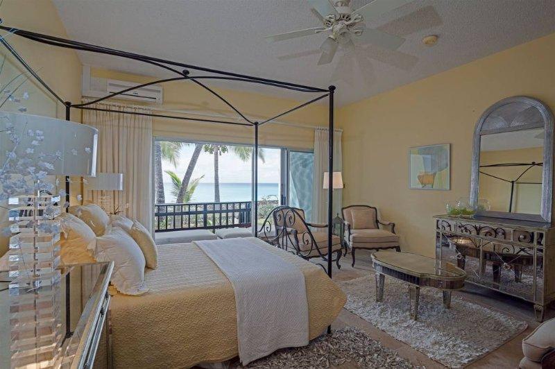 Adelaide's Escape, 2BR oceanfront condo, Cupecoy Beach Club, St Maarten