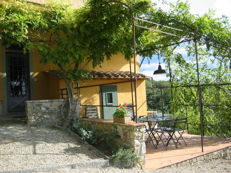 Il Casalone, appartamento FRANTOIO, holiday rental in Tavarnuzze