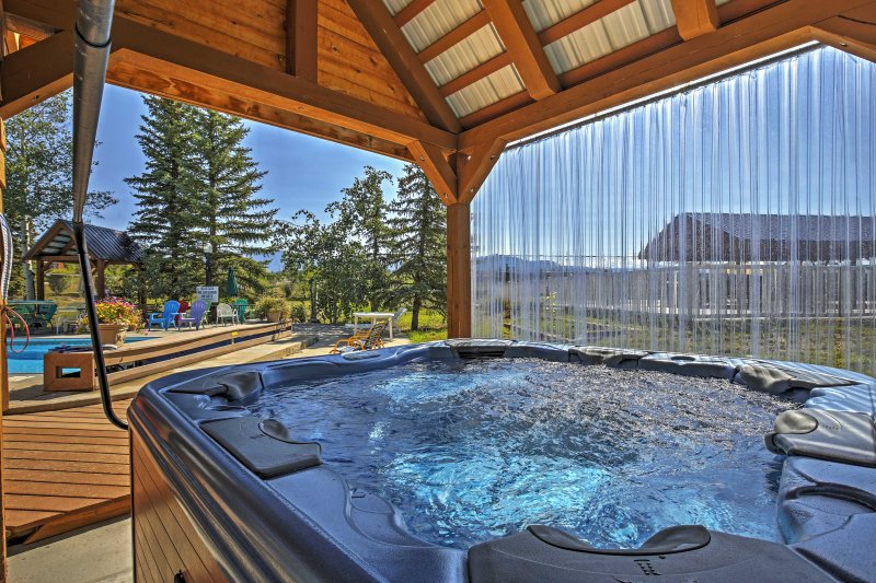The community hot tub will let you relax after a day exploring the mountains.